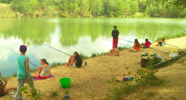 Et si votre bambin apprenait à pêcher en colonie de vacances ?